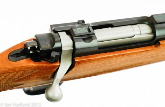 Ruger-M77-Hawkeye-Standard-in-.243-Winchester-42-580x377